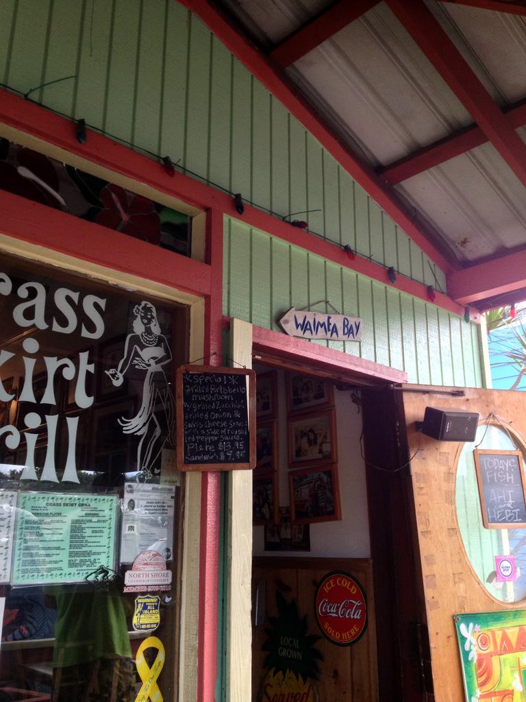 Grass Skirt Grill in Haleiwa-Door